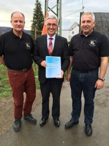 Foto v.l.n.r.: Klaus Engel (GPR Vorsitzender), Innenminister Roger Lewentz und Roland Voss (GdP DG Vorsitzender)